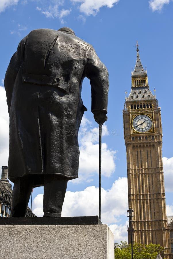 Sir Winston Churchill Statue en Big Ben in Londen royalty-vrije stock foto