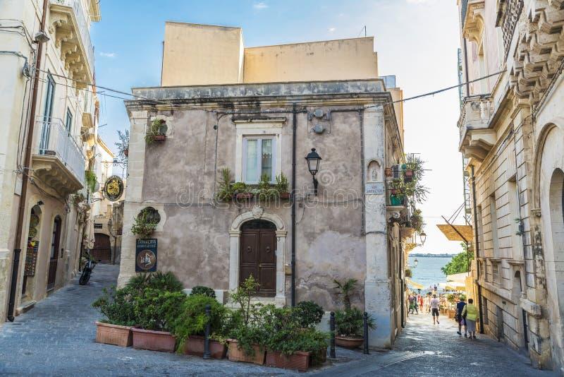 Siracusa,西西里岛,意大利老镇的街道  免版税图库摄影