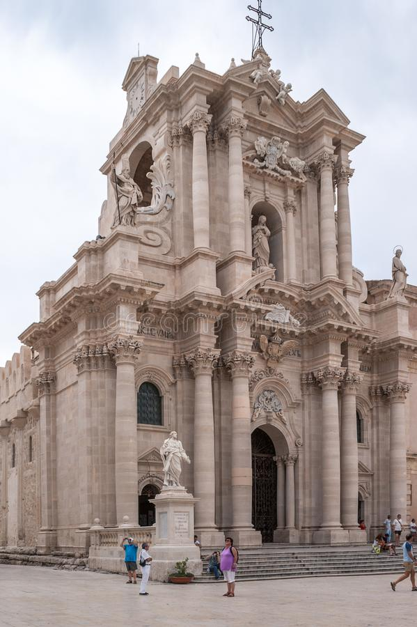 Siracusa, Ιταλία - 25 Ιουλίου 2011 - αρχαία καθολική εκκλησία στις Συρακούσες, Σικελία Σπάνιο παράδειγμα ενός ελληνικού δωρικού ν στοκ φωτογραφία
