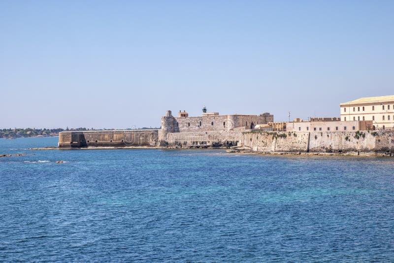 Siracusa em Sicília - castelo imagens de stock