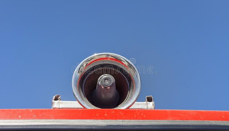 Sirena del coche de bomberos de Chrome Aislado foto de archivo