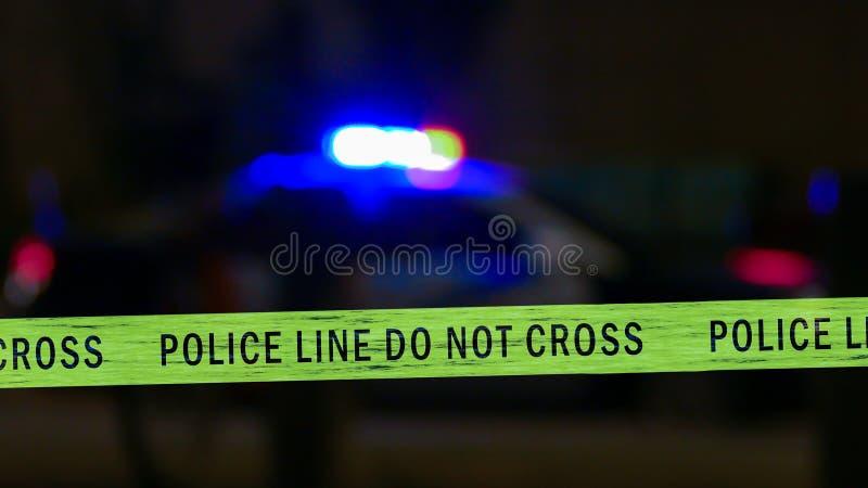 Sirena del coche policía con la cinta del límite, Defocused imagen de archivo