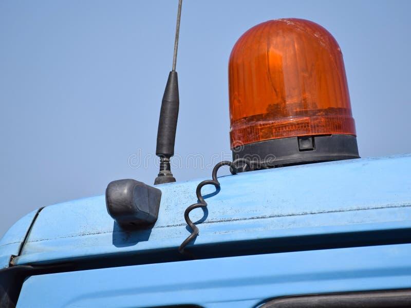Sirene en lamp op de bovenkant van een vrachtwagen royalty-vrije stock afbeelding