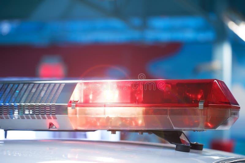 Sirene op politiewagen die, close-up opvlammen Politielicht en sirene o stock foto's
