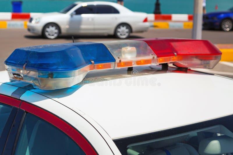 Sirenelicht op de politiewagen stock fotografie