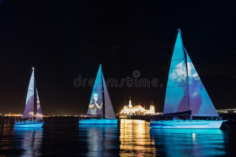 Sirenen-Liedlichtprojektionen während der weißen Nacht Geelong im Jahre 2018 lizenzfreie stockfotografie