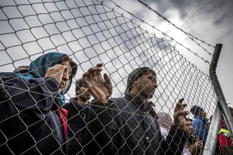 Sirian uchodźcy blokujący w Idomeni zdjęcia stock