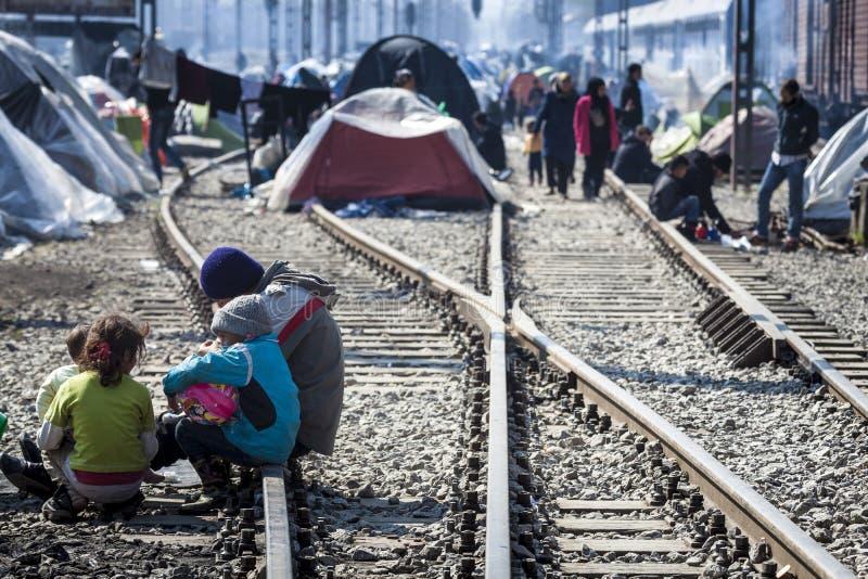Sirian uchodźcy blokujący w Idomeni zdjęcie royalty free