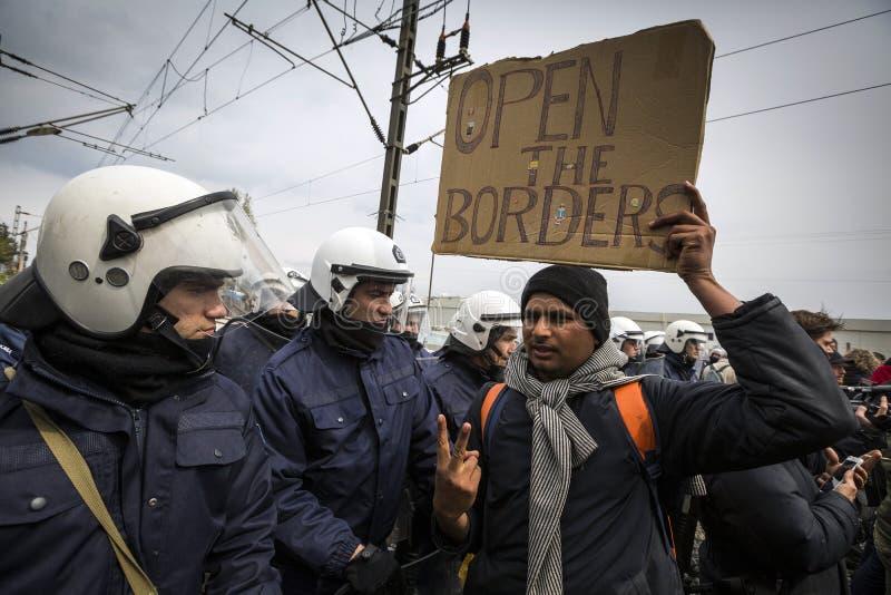 Sirian uchodźcy blokujący w Idomeni zdjęcie stock