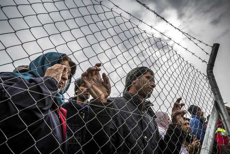 Sirianvluchtelingen in Idomeni worden geblokkeerd die stock foto's