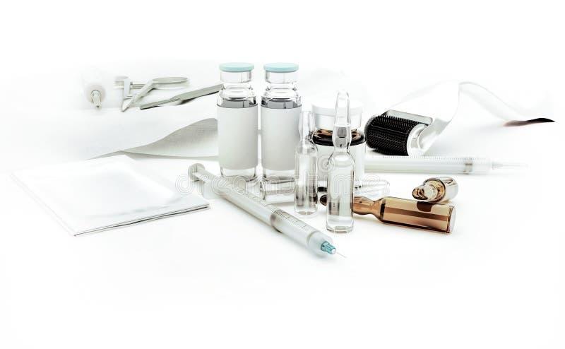 Siringhe, fiale di vetro e rullo di Derma per il rejuvenatin di cura di pelle fotografie stock libere da diritti