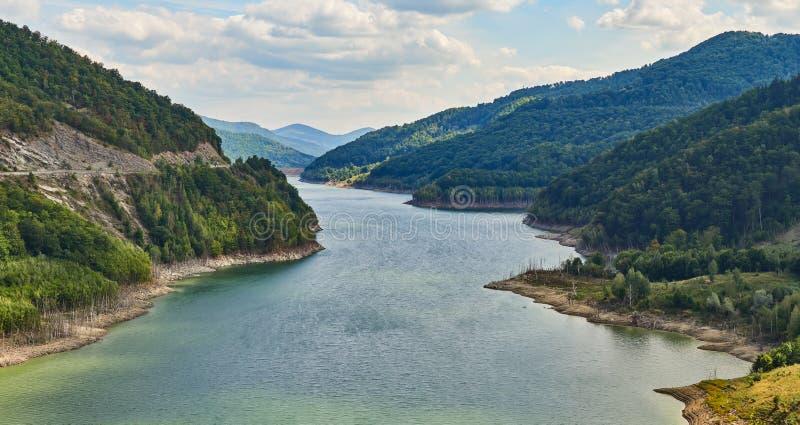 Siriu Lake and dam, Kreis Siriu-Buzau, Rumänien stockfotografie
