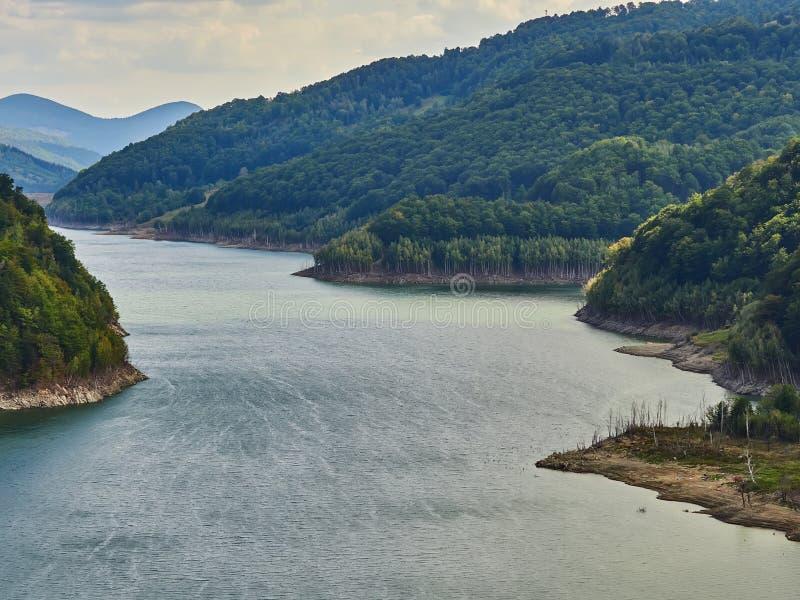 Siriu Lake and dam, Kreis Siriu-Buzau, Rumänien lizenzfreie stockfotografie