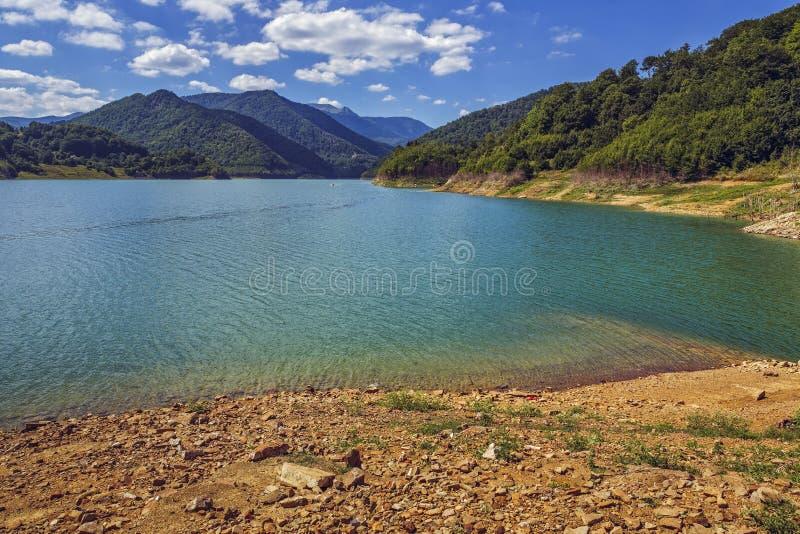 Siriu sjö, Rumänien fotografering för bildbyråer