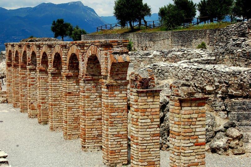 Sirmione,意大利:在Catallus洞穴的砖曲拱  免版税库存照片