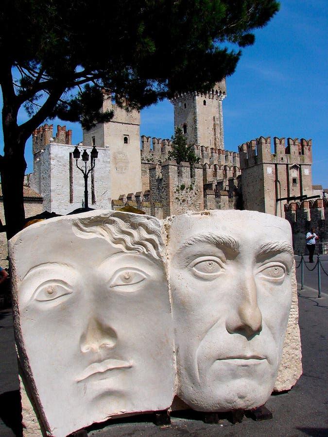 Sirmione è un comune nella provincia di Brescia, in Lombardia Italia del Nord immagine stock libera da diritti