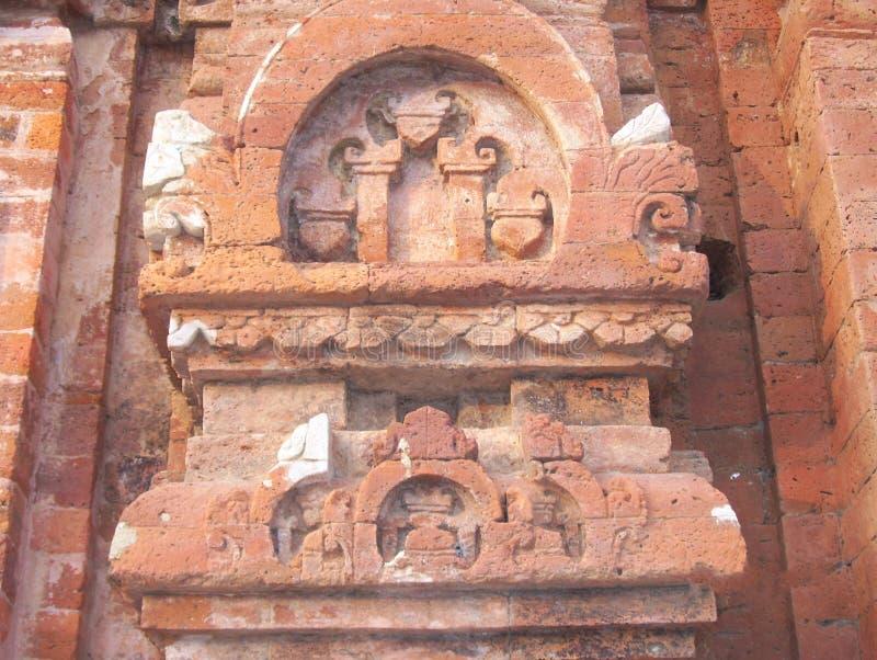 Sirpur, Chhattisgarh, Indien - 9. Januar 2009 alte Ziegelstein Carvings lizenzfreie stockbilder