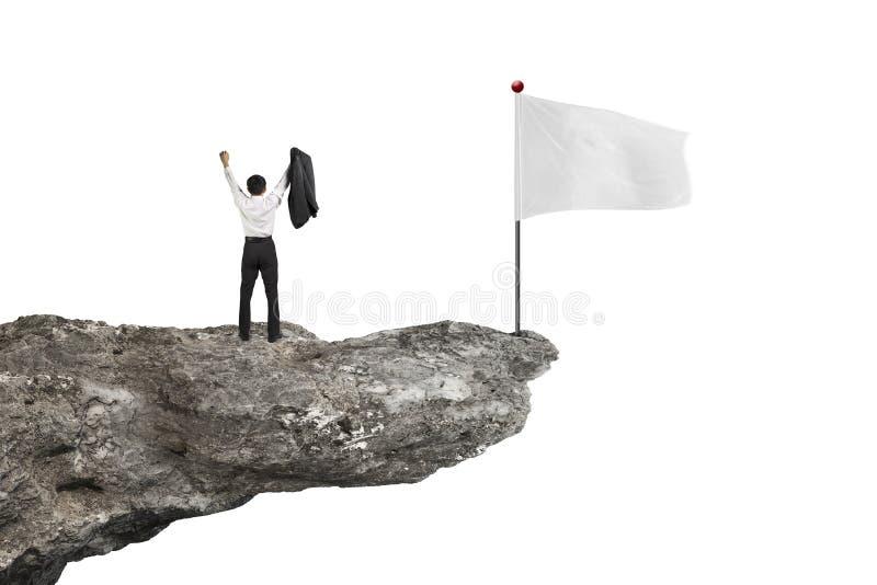 Sirva animar en el acantilado con la bandera en blanco y el blanco fotografía de archivo