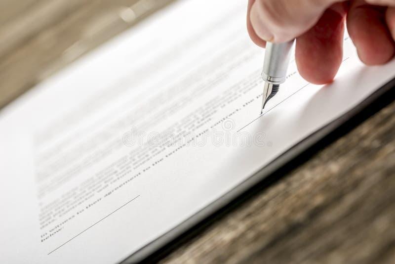 Sirva el documento de negocio, la forma de suscripción o el PA de firma del seguro imagen de archivo
