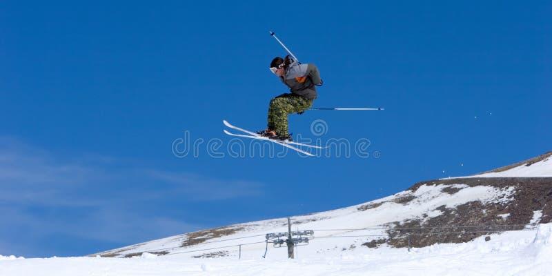 Sirva el esquí en cuestas de la estación de esquí de Pradollano en España imagen de archivo libre de regalías