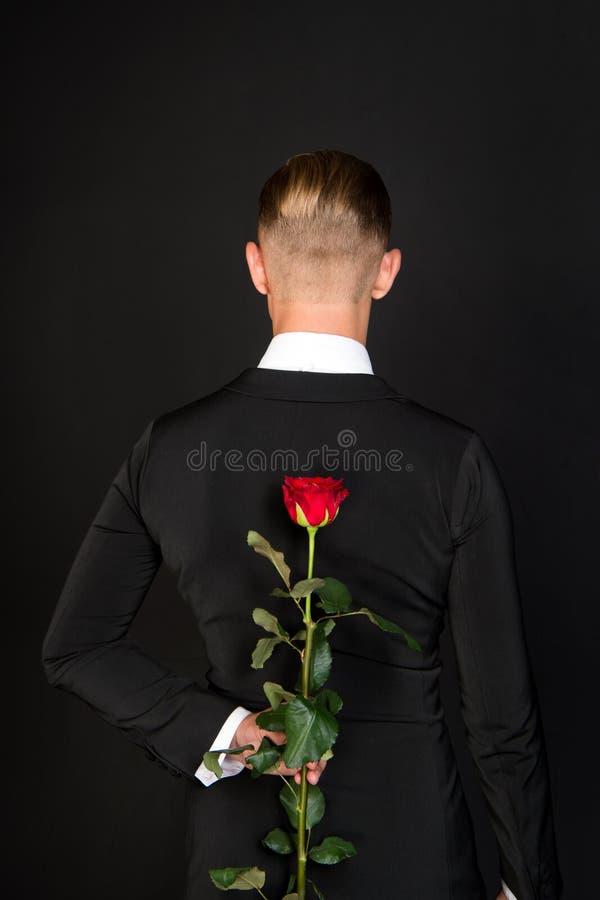 Sirva la rosa del rojo de la piel detrás, visión trasera imágenes de archivo libres de regalías