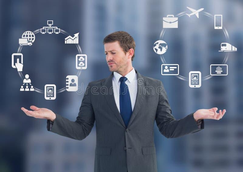 Sirva las ruedas de los iconos del negocio que eligen o de decisiones con las manos abiertas de la palma imagen de archivo libre de regalías
