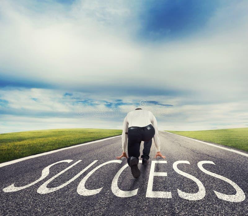 Sirva listo para correr en una manera del éxito Concepto de inicio acertado del hombre de negocios y de la compañía imagenes de archivo