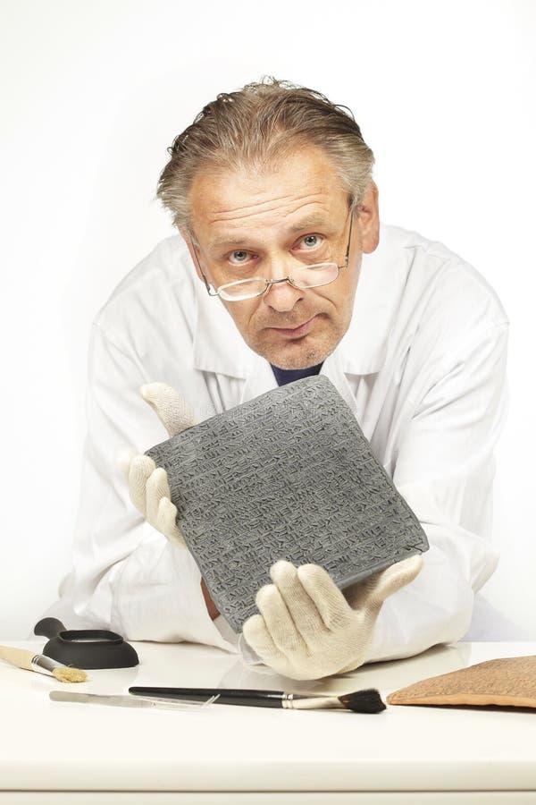 Sirva no mostrar a escritura en el estilo de Sumer cuneiforme ningún significado real imagen de archivo libre de regalías