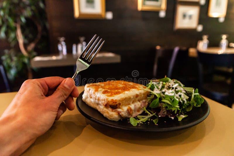 Sirvió recientemente la comida en restaurante fotografía de archivo libre de regalías
