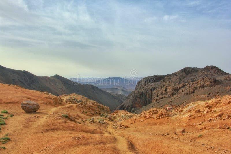 Sirwa山的壮观的远足的路视图在南摩洛哥,塔鲁丹特 库存图片