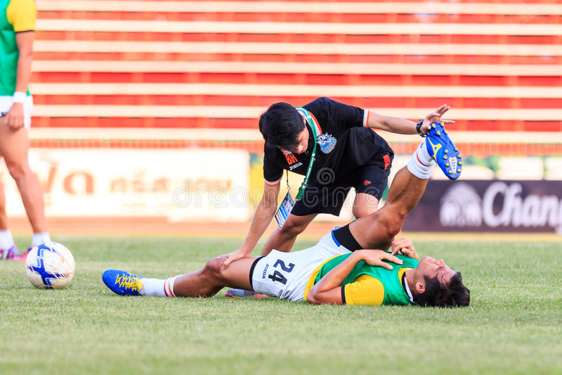 SISAKET THAILAND-APRIL 4: Physical therapists of Port FC. (black. ) in action during Thai Premier League between Sisaket FC and Port FC at Sri Nakhon Lamduan royalty free stock photo