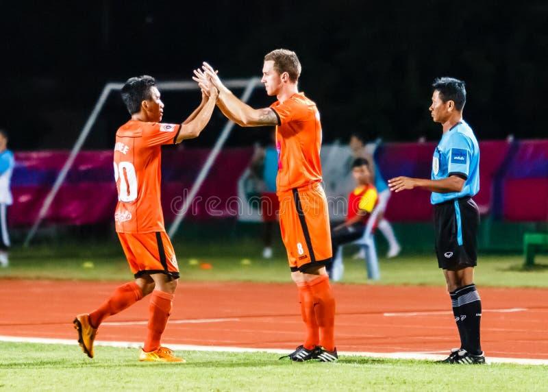 SISAKET THAILAND-JULY 13: Brent McGrath av Sisaket FC (Inte 8) arkivbilder