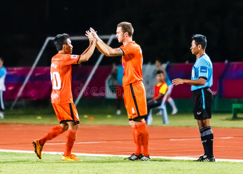 SISAKET THAILAND-JULY 13: Brent McGrath Sisaket FC (Nie 8) obrazy stock