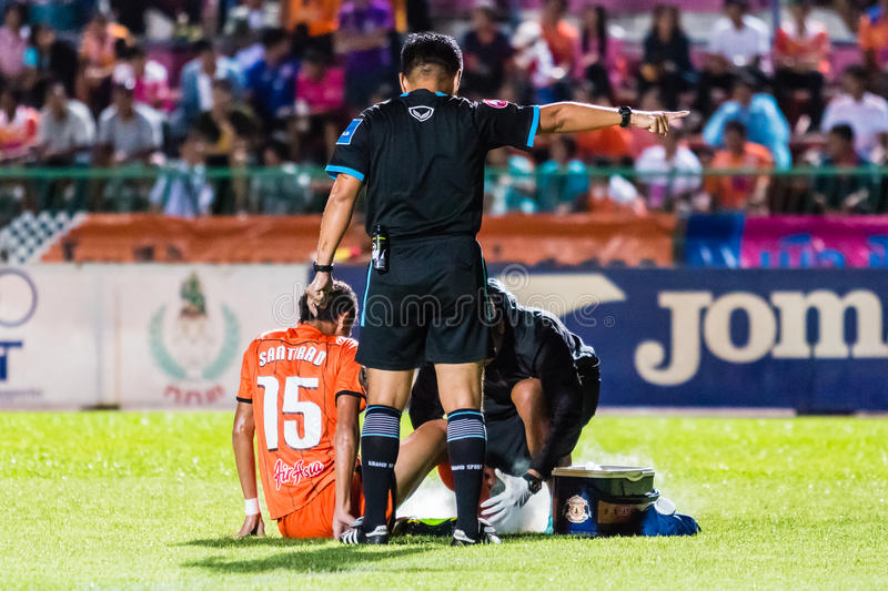 SISAKET THAILAND-OCTOBER 22: The referee (black). In action during Thai Premier League between Sisaket FC and Air Force Central FC at Sri Nakhon Lamduan Stadium royalty free stock images