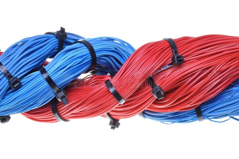 Sistema abstrato de cabos azuis e vermelhos imagens de stock royalty free
