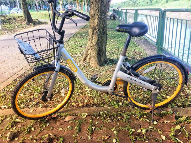 Sistema alugado de Stationless da bicicleta de Obike imagens de stock royalty free