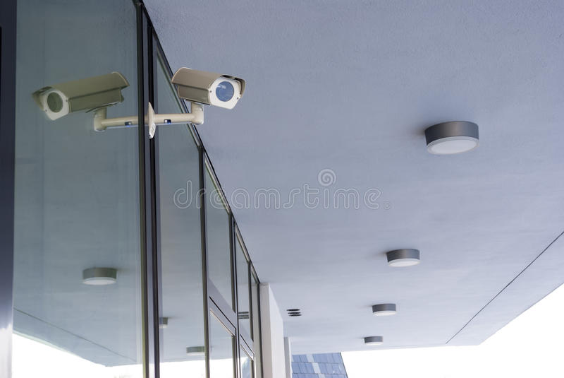 Sistema da câmera que guarda o prédio de escritórios imagem de stock