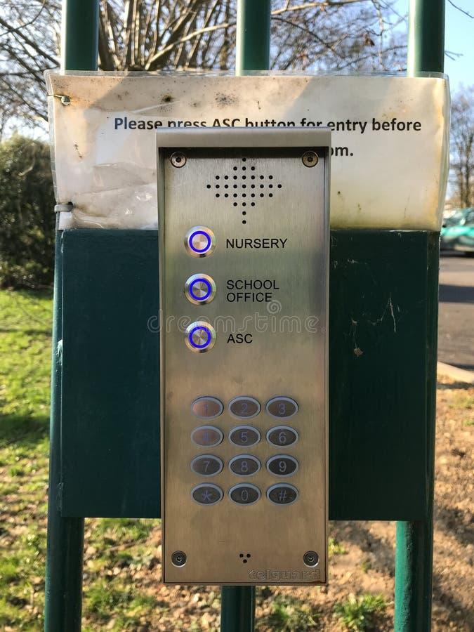 Sistema da entrada da segurança a aceder em terras de escola foto de stock royalty free