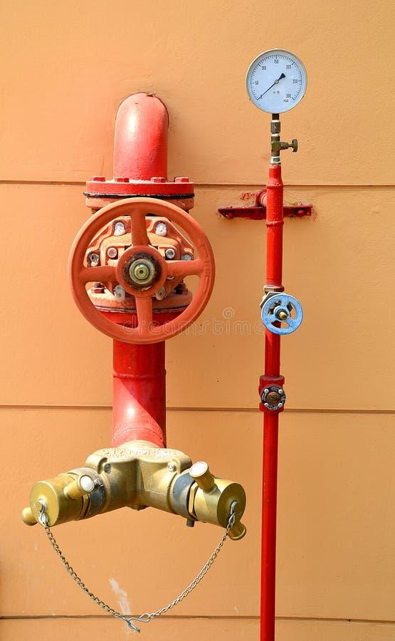 Sistema da luta contra o sistema de extinção de incêndios e o incêndio da água fotografia de stock royalty free
