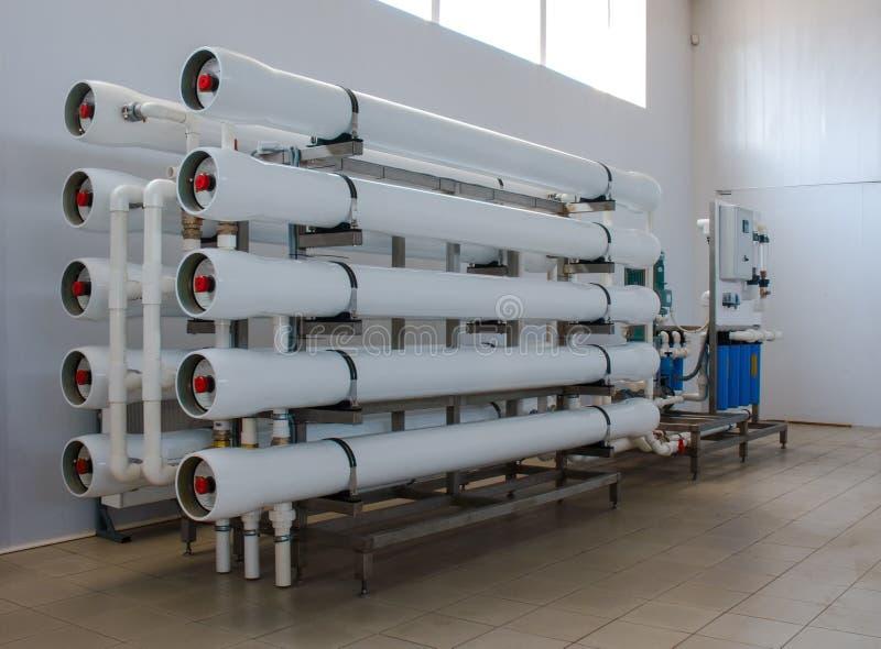 Sistema da osmose reversa - a instala??o de dispositivos industriais da membrana foto de stock