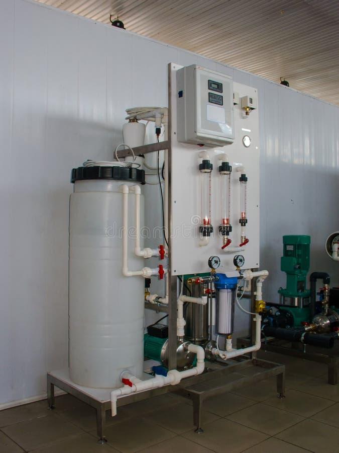 Sistema da osmose reversa - a instala??o de dispositivos industriais da membrana fotografia de stock