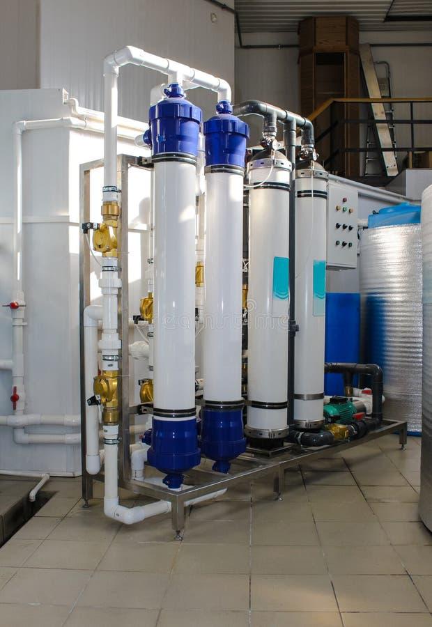 Sistema da osmose reversa - a instala??o de dispositivos industriais da membrana imagens de stock royalty free