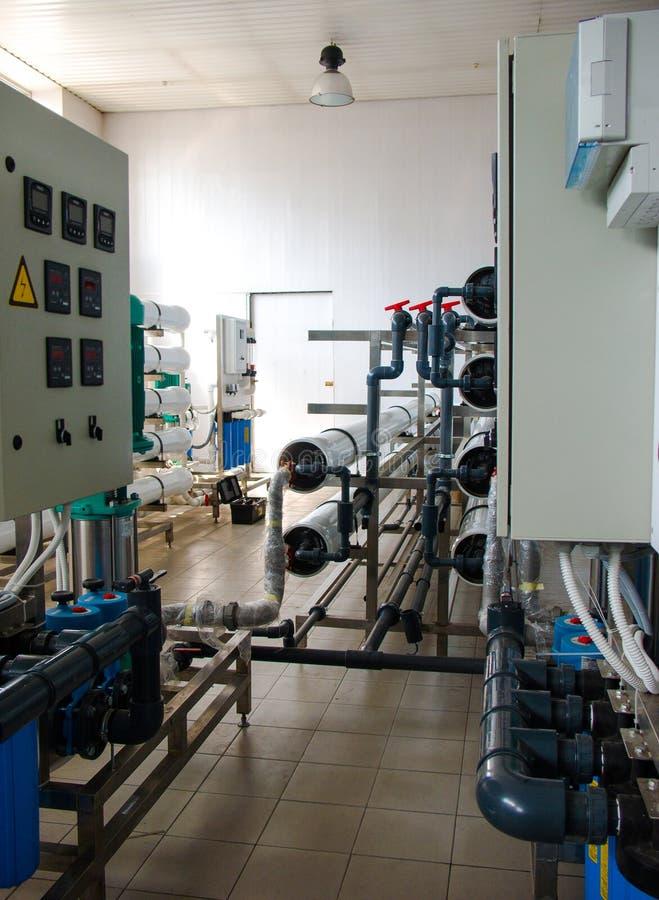 Sistema da osmose reversa - a instala??o de dispositivos industriais da membrana imagens de stock