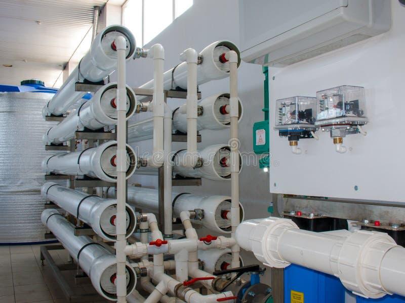 Sistema da osmose reversa - a instala??o de dispositivos industriais da membrana imagem de stock