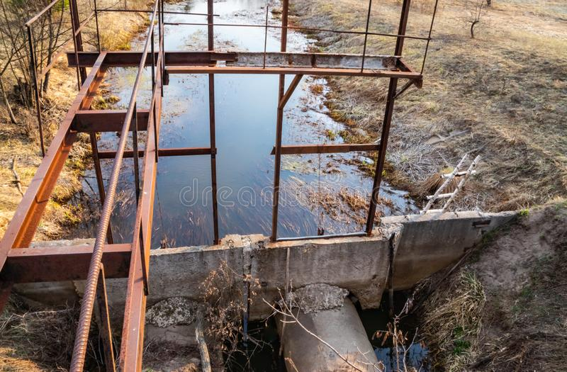 Sistema da reutilização da terra para a irrigação dos campos imagem de stock
