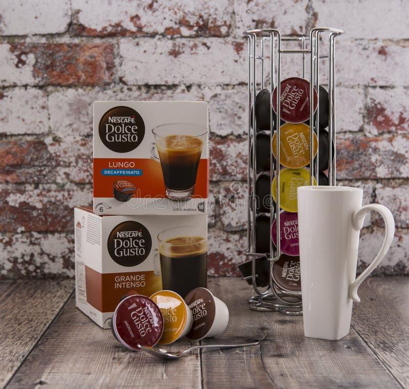 Sistema da vagem do café do entusiasmo de Nescafe Dolce imagens de stock