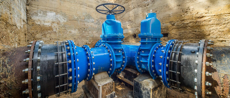 Sistema de abastecimiento del agua subterránea Válvulas grandes n imágenes de archivo libres de regalías
