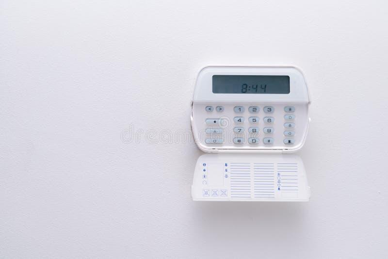 Sistema de alarme de um apartamento, casa do escritório para negócios Fiscalização e console da proteção fotografia de stock royalty free