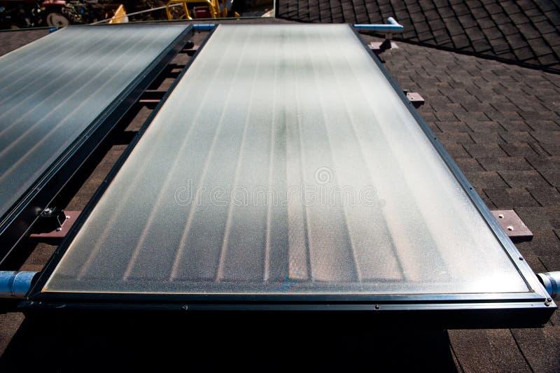 Sistema de aquecimento solar de água fotografia de stock royalty free