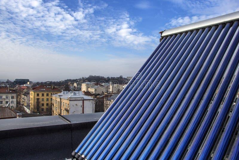 Sistema de aquecimento solar de água fotos de stock